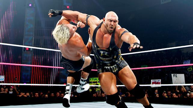 Ryback-fighting-with-Dolph-Ziggler